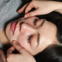 皮膚をつまんで全身のリンパを流す 整膚 60分