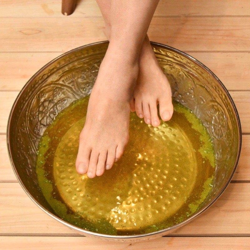 【ヘナ足浴】 20分 Japayurveda式発汗法 毒だし足浴で全身もポカポカに。 施術前の身体の緊張をほぐします。足先さっぱりツルツルに。のイメージその1