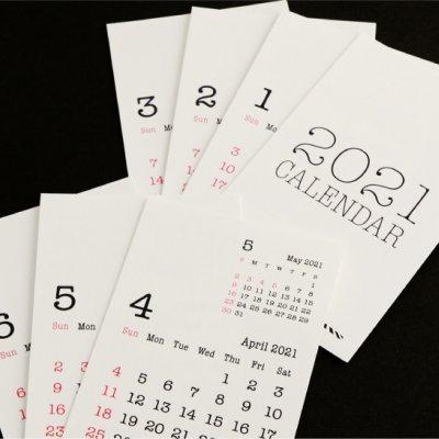 デスクの邪魔にならないシンプルで見やすいミニカレンダー