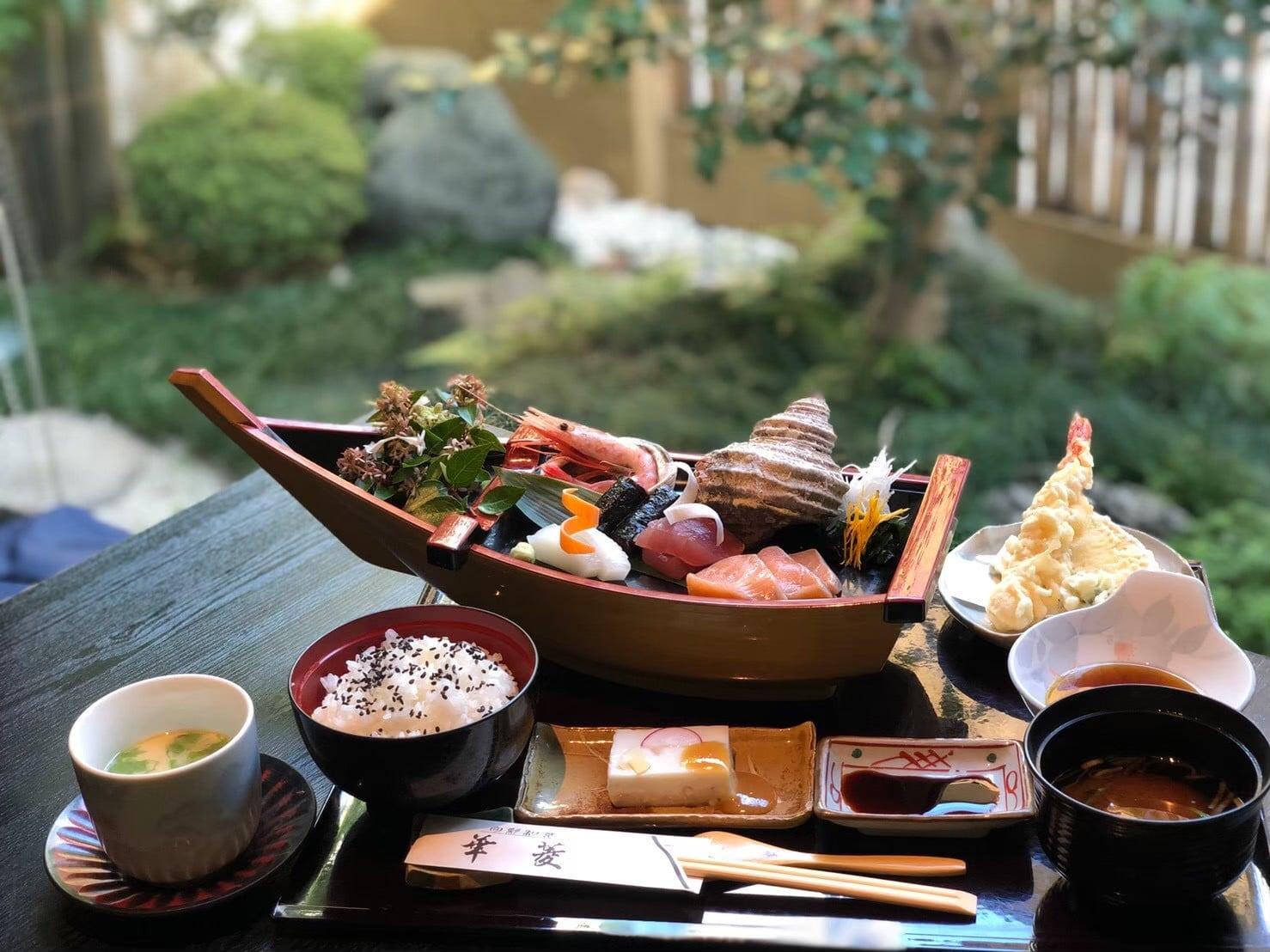日本料理 華菱 《紹介》         注)表記上の料金(税込330円)はかかりません。ポイント(10ポイント)も対象外となります。のイメージその2
