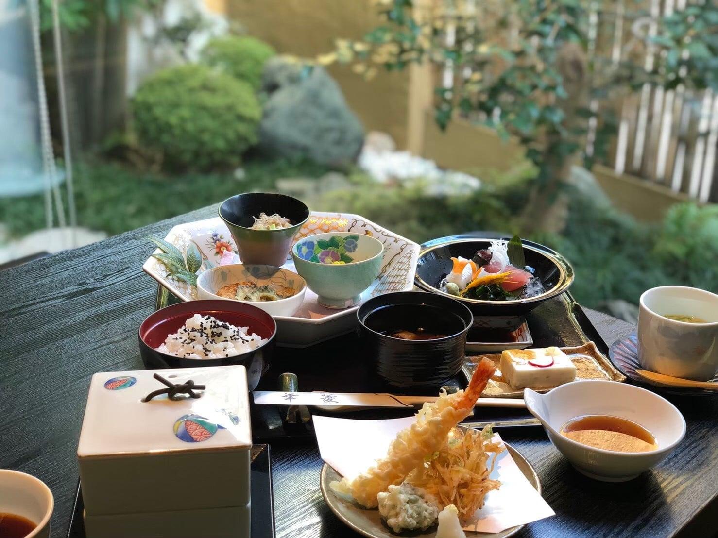 日本料理 華菱 《紹介》         注)表記上の料金(税込330円)はかかりません。ポイント(10ポイント)も対象外となります。のイメージその1