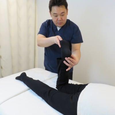 全身矯正、全身整体(70分)施術者川口院長限定! 雑誌掲載のゴットハンドによる施術です。痛みを伴わないオリジナル施術で骨膜へアプローチ!「骨盤矯正」「小顔」を実現