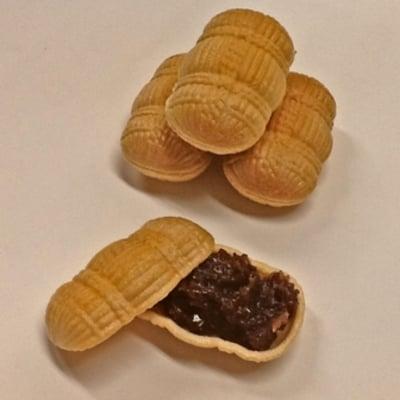 福俵もなか 6個入り。縁起の良い俵型のもなか種に北海道産の粒あんを入れました。