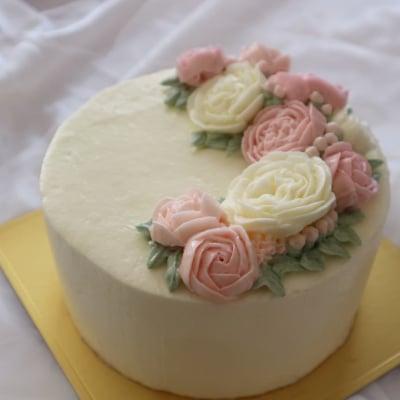 完全受注生産 / クレッセント型 / 三日月型  / フラワーケーキ / オーダーメイド / バタークリーム / デコレーションケーキ / 九州産  / こだわりの素材 / 世界に一つだけの / 特別なケーキをお作りします / サプライズにも!