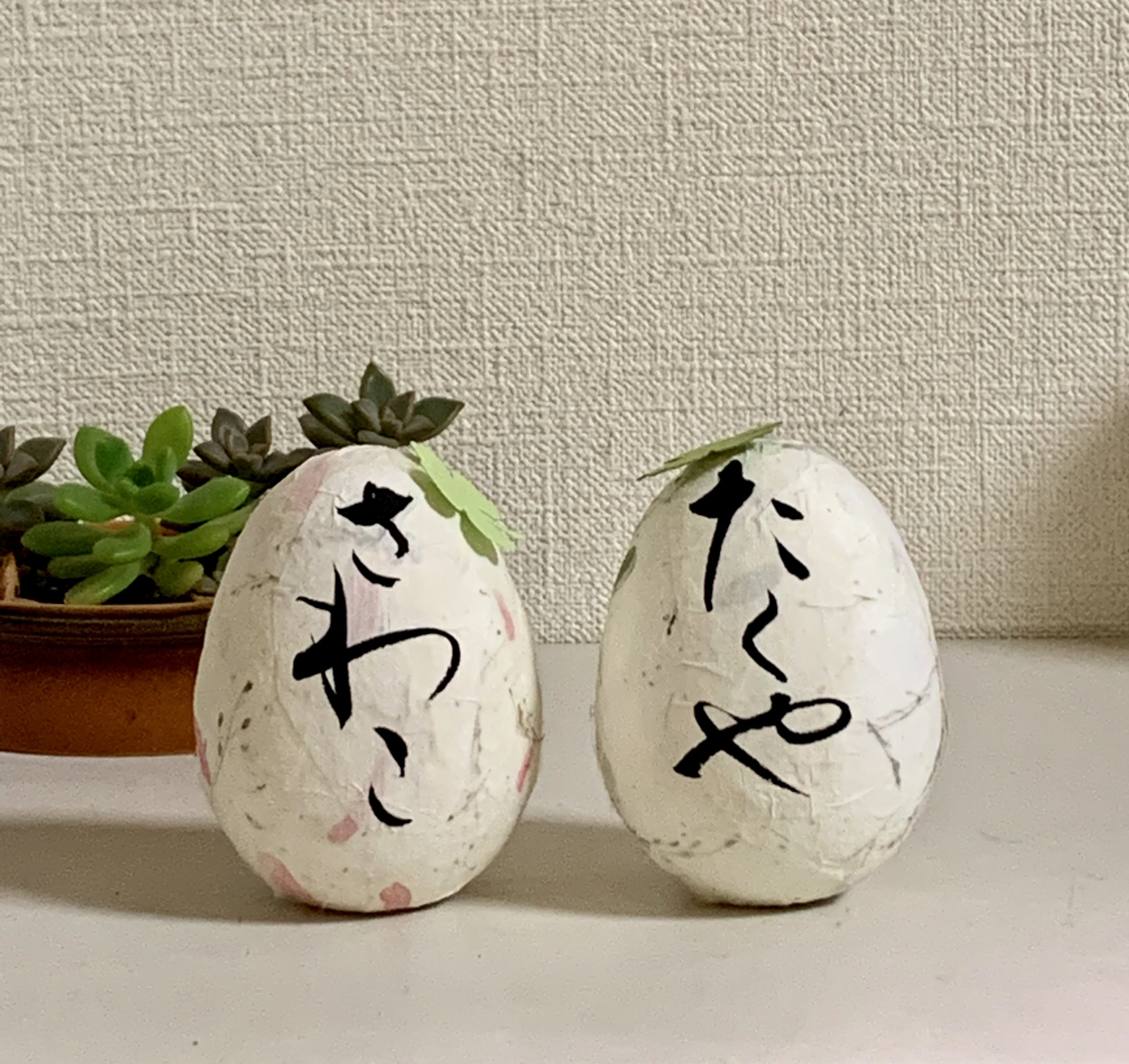 ウエディング オリジナルギフト コロコロかわいい「ウエディングエッグ」卵サイズ身長7cm、重さ1個44〜45gのイメージその2