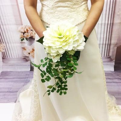 【造花ウェディングブーケ】バラとアマリリスの清楚なホワイトブライダルブーケ/ブートニアセット/bq-0025