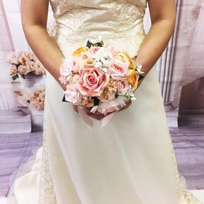 【造花ウェディングブーケ】ピンクのバラの可愛いブライダルブーケ/ブートニアセット/bq-0033