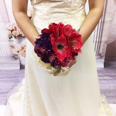 【造花ウェディングブーケ】赤いアマリリスとシャクヤクのゴージャスなブライダルブーケ/bq-0035