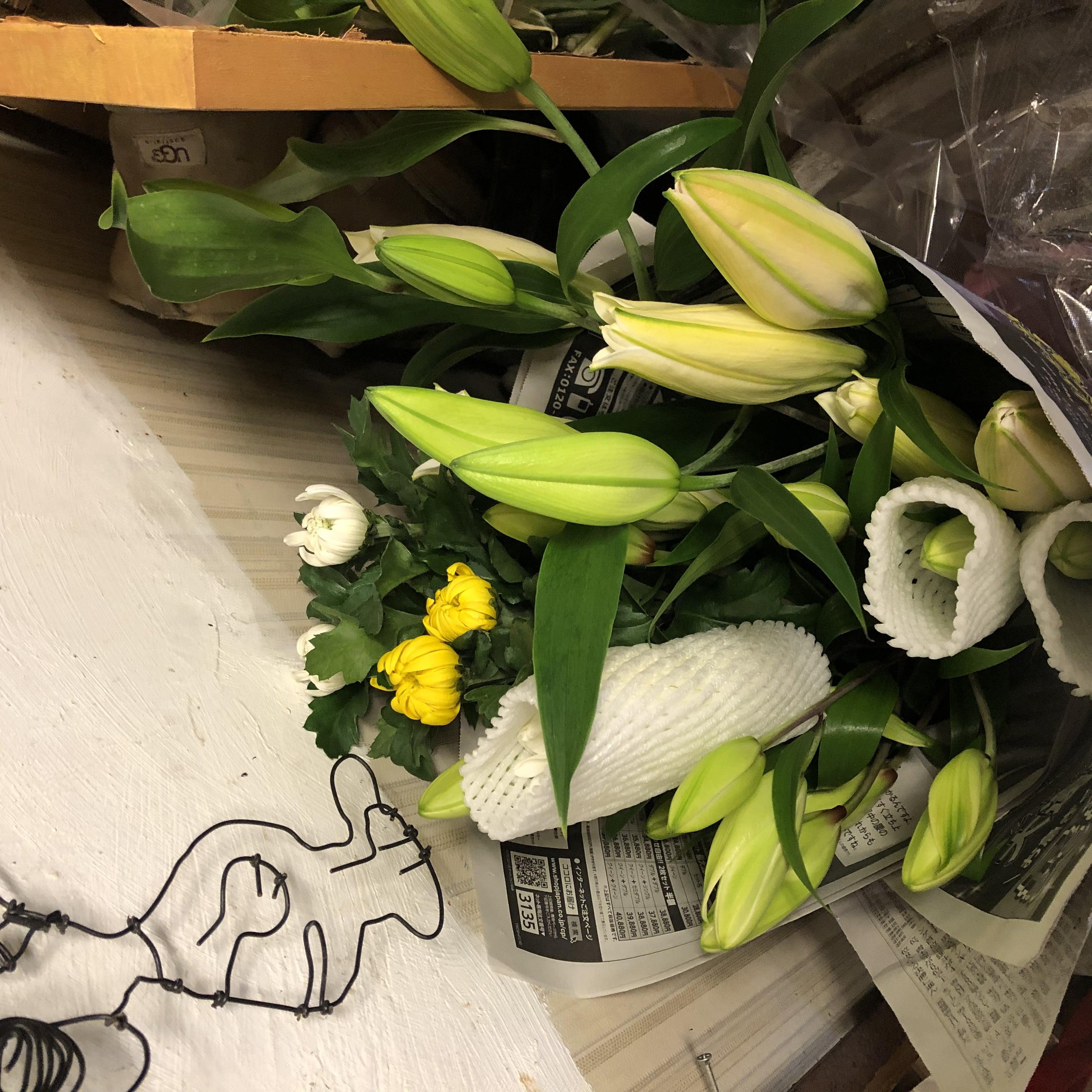 お盆に❗️コロナでお参りできない方もお墓参り 代参 お花をお供えして、簡単なお掃除をいたします。のイメージその1