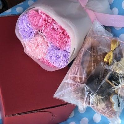 発送‼️母の日❣️宇和島コラボ❣️こはく製菓と六兵衛坂新倉花店‼️