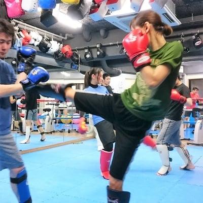 【キックボクシング】フリーコース(1ヶ月)+入会セット 《女性/高校生以下》 ※現地にて現金払いとなります