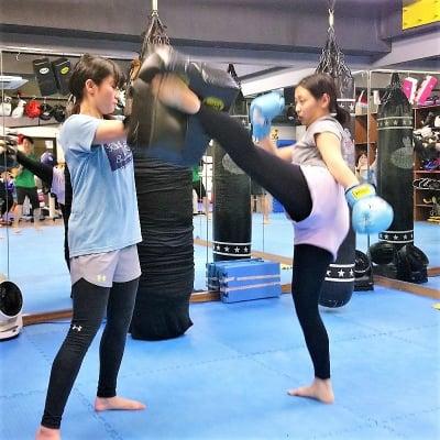 【キックボクシング】グループレッスン夜クラス(1ヶ月)+入会セット ※現地にて現金払いとなります