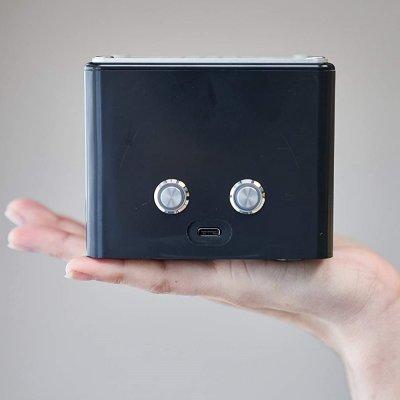 青色発光ダイオードを発明した日亜化学製最新紫外線LEDを搭載した高信頼性と長寿命持ち運びが可能な超小型本格的空気除菌清浄機 KOROSUKE mini