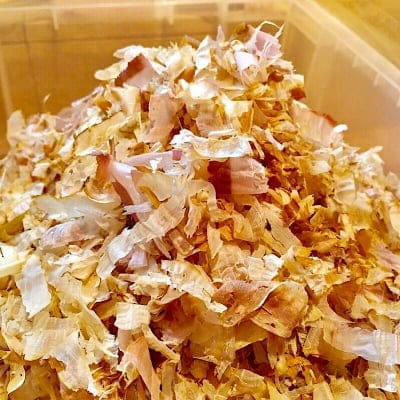 鹿児島県産 さば削り お出し用、国産 天然 かつおでも有名な枕崎産のサバ節を使用! 煮物に、お味噌汁などに最適です。