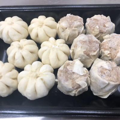 【送料無料】おきなわブランド豚 金アグー 餃子12個&ミニ豚まん12個(冷凍)
