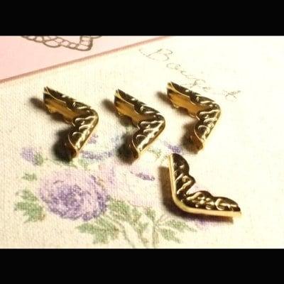 イタリア製コーナー金具(角金)■ゴールド小サイズ4個入り×10Pのお買い得パック★カルトナージュにどうぞ!【バインダー 金具 材料 binder】