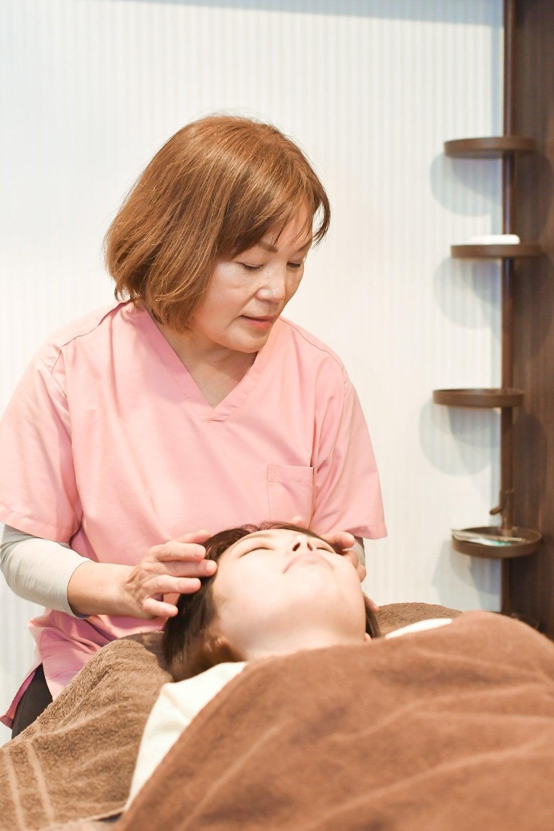 【店頭払い専用】美容鍼施術 (美肌・小顔・幸せ顔・目の疲れ・頭痛・顎こり)のイメージその3