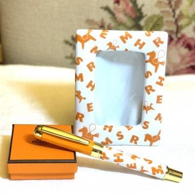 ポーセラーツ作品  エルメス風写真立てフレーム ペンは参考商品です。