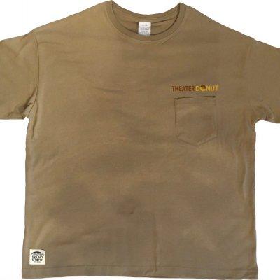 【シアド・オリジナル・カーキTシャツ(ドロップショルダータイプ)】フロントポケットにロゴ刺繍&バックロゴ・コザブランドCSSコラボ限定商品
