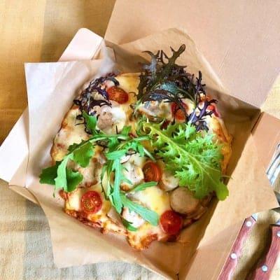 【事前決済でスムーズ】季節野菜とナチュラルソーセージのピザ