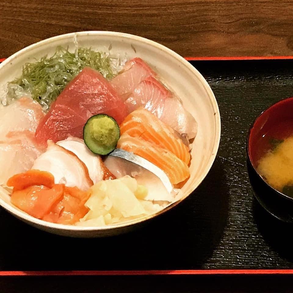 ランチ限定!日替わり海鮮丼のイメージその1