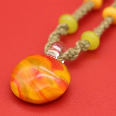 日本製 ガラス ネックレス ペンダント マーブル 麻 ヨモギ染 KaRin GLASS
