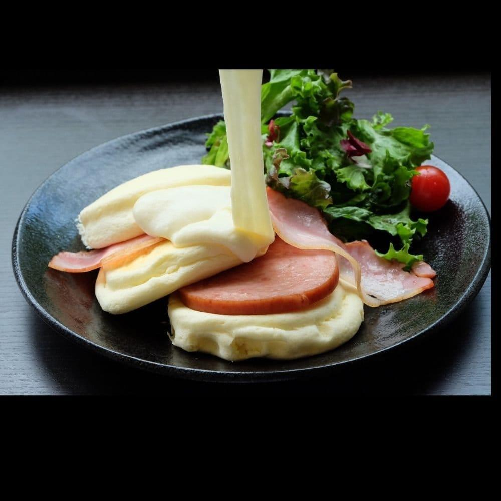 テイクアウト【粗挽きハムとベーコンととろけるチーズ】のイメージその2