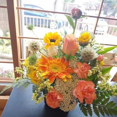 【華道家による完全オリジナル作品を贈りませんか?】 感謝の気持ちをお花にのせて理祥の記念日いけばな R レギュラー