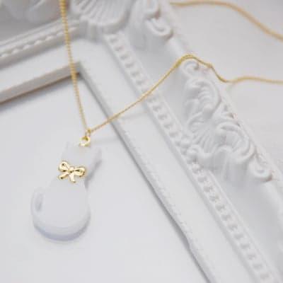 白ネコのネックレス