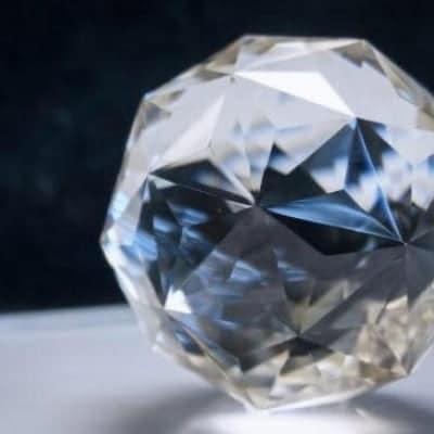 運を上げる多面体本水晶