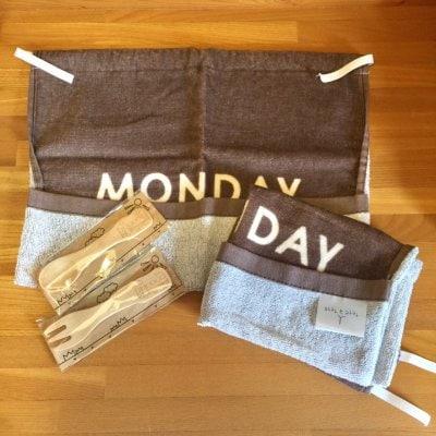 タオルで作ったハンドメイドお食事エプロン2枚&木製スプーン・フォ...