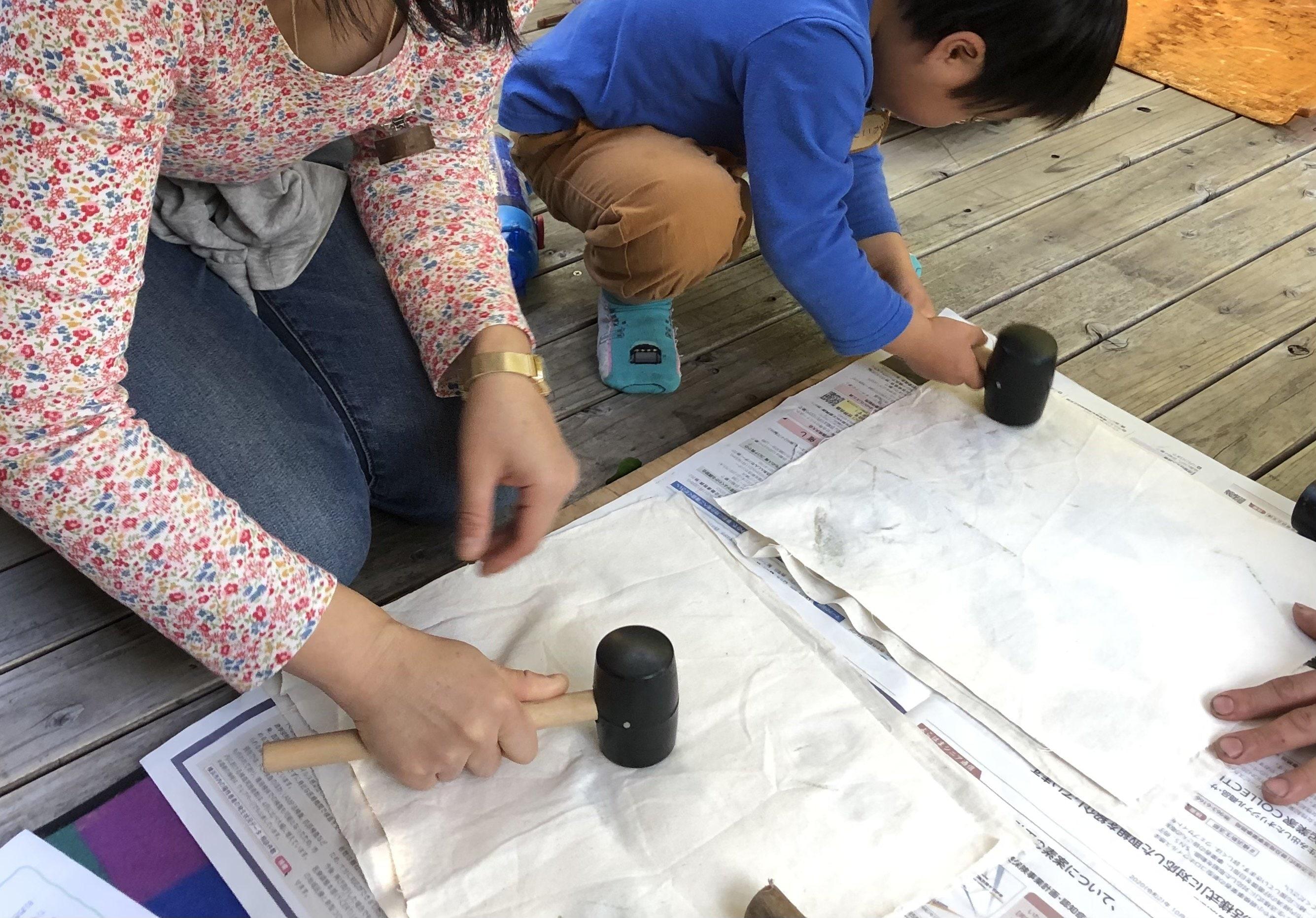 【日曜おやこクラス*6/20(日)午後14:00〜】葉っぱのたたき染めコースターをつくろう!のイメージその3
