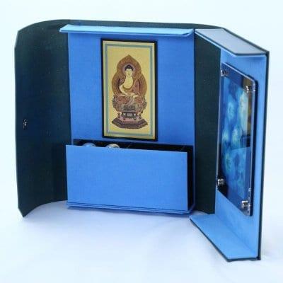 ミニ仏壇❘ポータブル仏壇❘四神相応シリーズ 青龍「愛偲手箱」あいさいてばこ