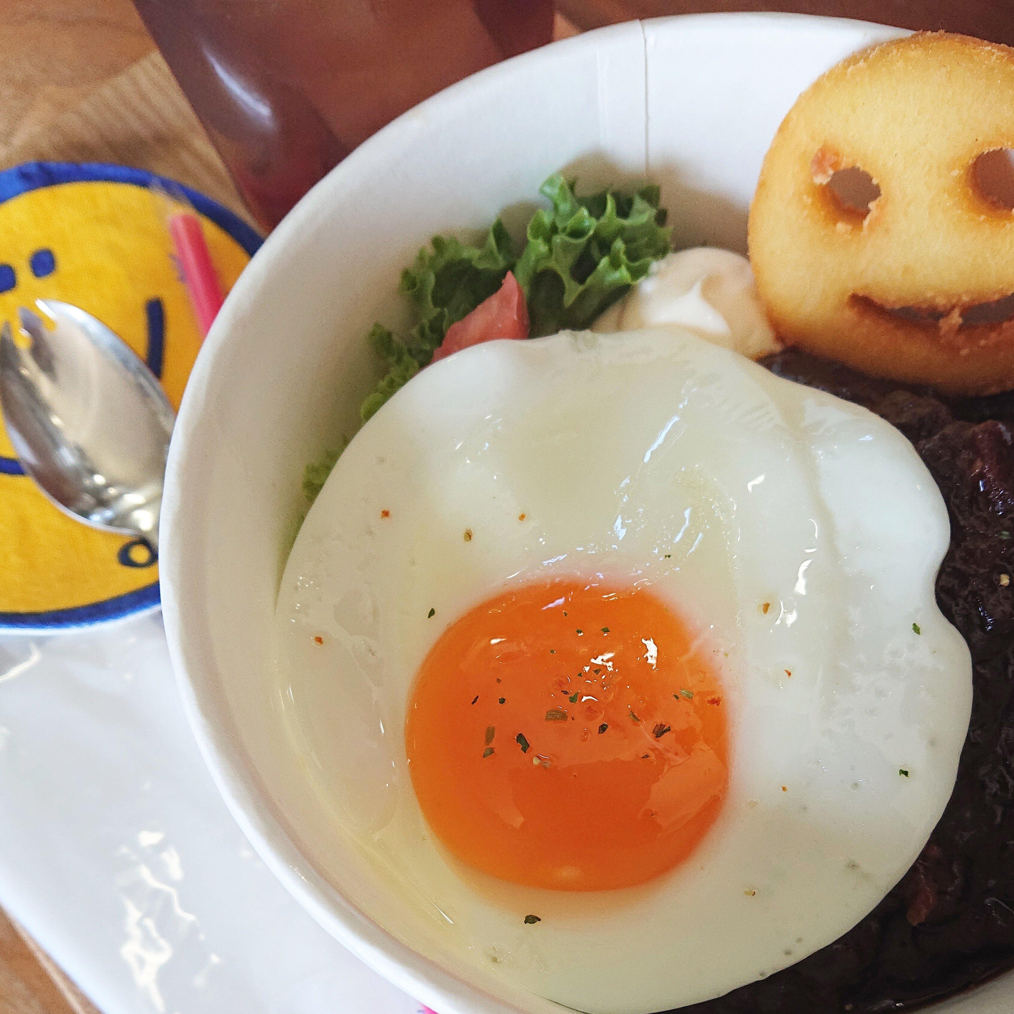 【イートイン専用】ロコモコ丼&ポテトドリンクセットのイメージその1