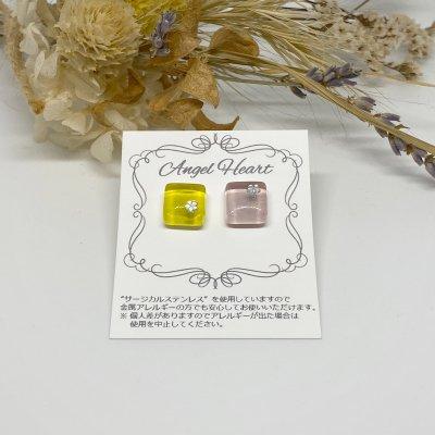 【ピアス】ガラスタイルピアス2個セット(桜)