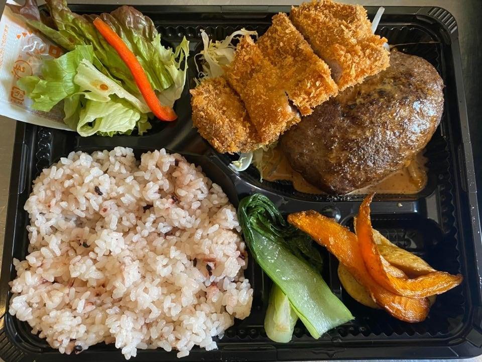 【店頭受け渡し専用】お弁当(ハンバーグ&トンカツ弁当)のイメージその1