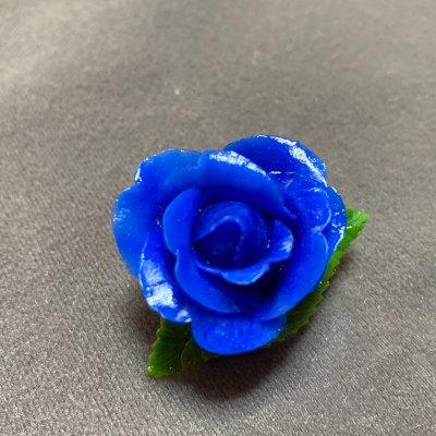 青いバラのブローチ(濃色)