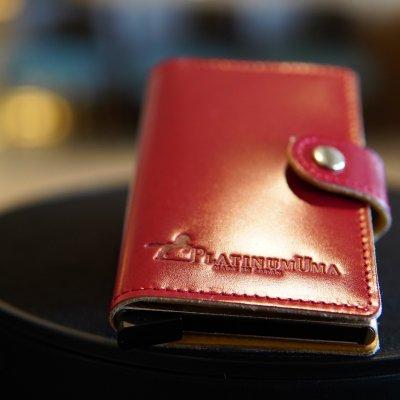 【新商品】便利なワンプルでカードが飛び出す【コードバン製カードケース】/コーラルピンク