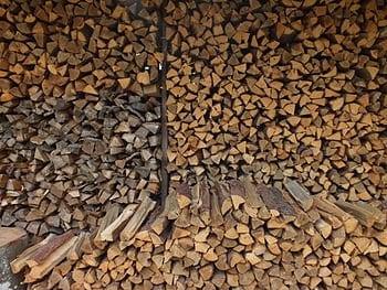 【鳥取県のお客様限定】薪100束お届けします。広島県内の原木乾燥マキ。のイメージその1