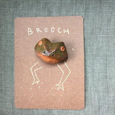 アボカドの種彫りブローチ