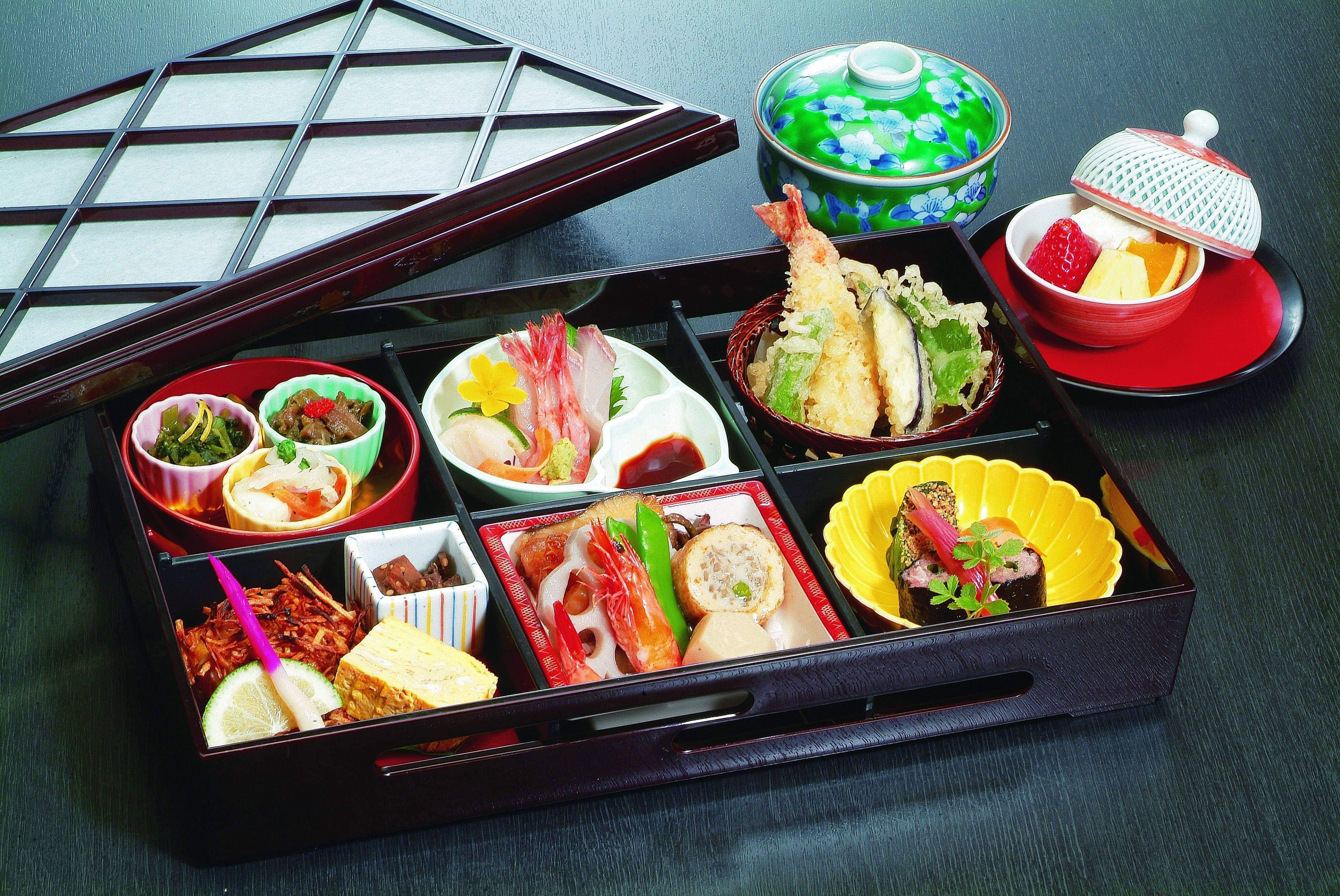 2700(税込)桜御膳テイクアウト松花堂弁当ウェブチケットのイメージその1