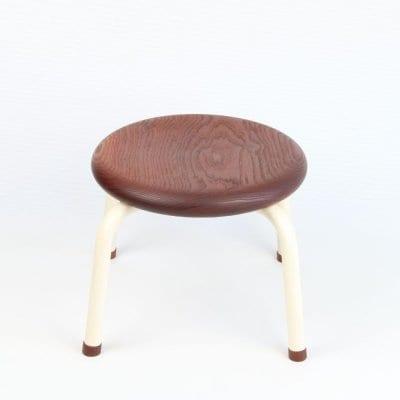 イスマル《ワイド》リョウガン材  無垢材一枚板から丁寧に手作業で仕上げた子ども用の丸椅子 積み重ね可能 スタッキングスツール プレゼントにおすすめ