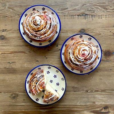 【4月のリクエストパン】お菓子のようなパン♪いちごロール 毎週金曜発送