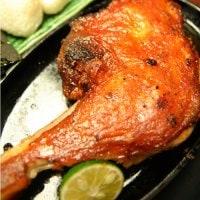 徳島名物「阿波尾鶏の骨付き鶏」お持ち帰り限定/家飲みのお供に大人気!
