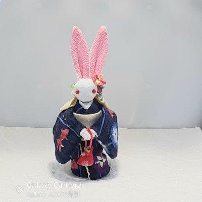 紺色浴衣のかわいいウサギ人形