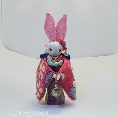桃色着物のかわいいウサギ人形