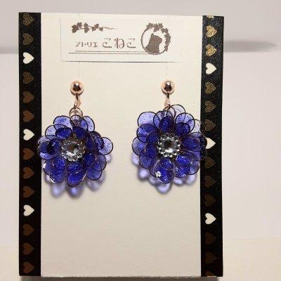 紫色のマニキュアフラワーのイヤリング(紫)