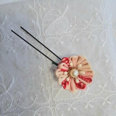 古布のつまみ細工の髪飾り