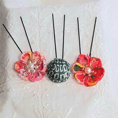 赤とピンクの花のつまみ細工の髪飾りセット