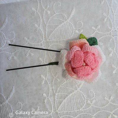 バラの花のつまみ細工の髪飾り